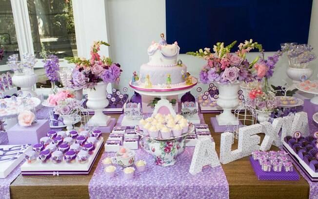 Quer uma festa de princesa que fuja do comum para sua filha? A Princesa Sofia é uma boa personagem para esse objetivo