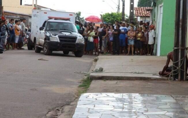 Homem de 29 anos foi morto preso a um poste após ter assaltado um bar em São Luis