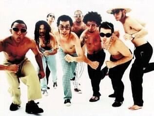 Mangueboys. Nação Zumbi em foto de 1994, com Chico Science à frente do grupo