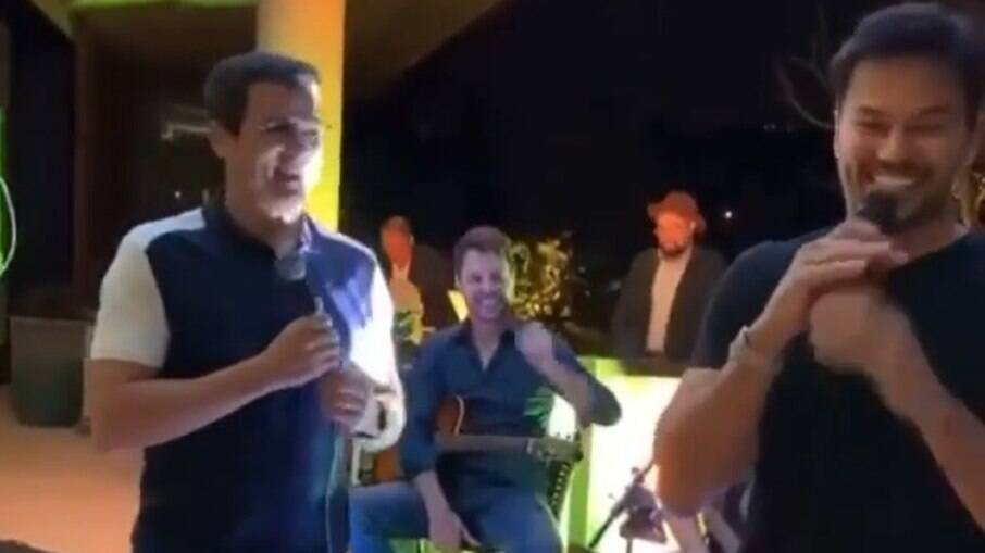 Celso Portiolli e Fábio Faria competem para ver quem imita melhor o Silvio Santos
