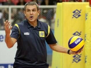 Treinador brasileiro comandou equipe nos títulos de Montreux e Alassio no começo desta temporada