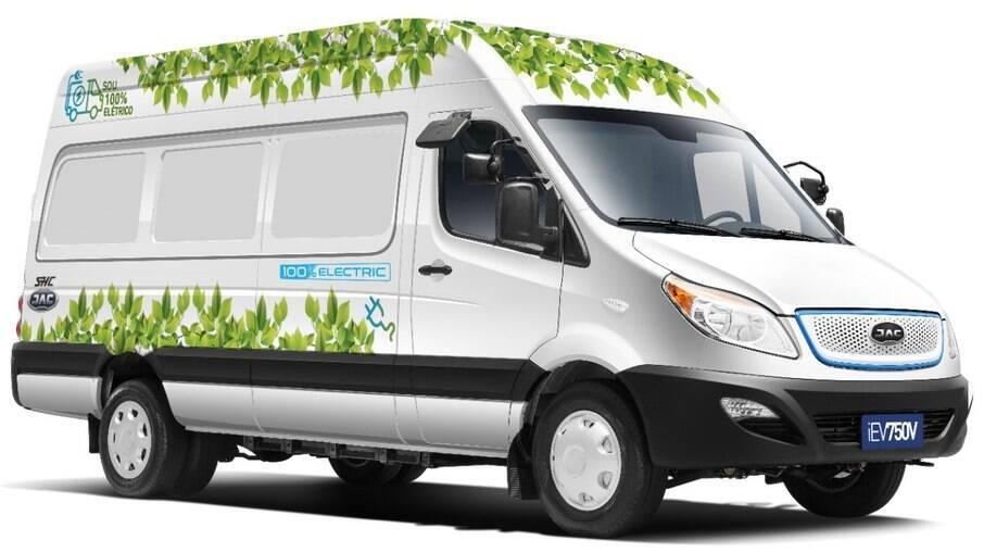 JAC iEV 750V é a primeira van de grande porte 100% elétrica do mercado brasileiro e chega em julho.