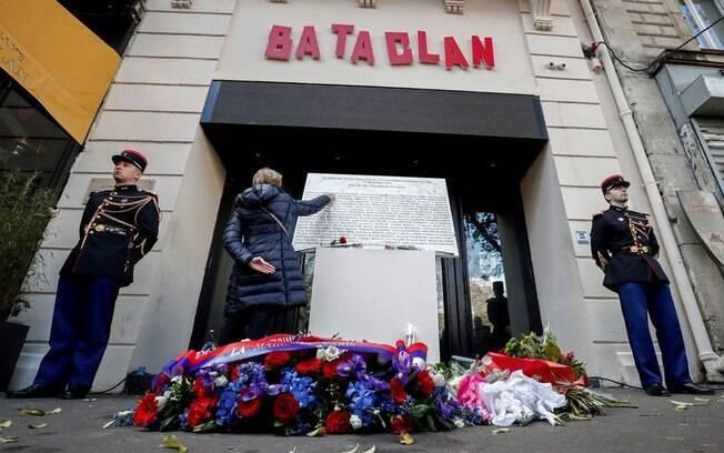 Cerimônia marca o quinto aniversário dos ataques terroristas no Bataclan em Paris, França