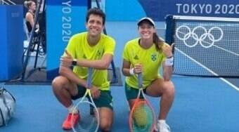 Luisa Stefani e Marcelo Melo são eliminados por Djokovic
