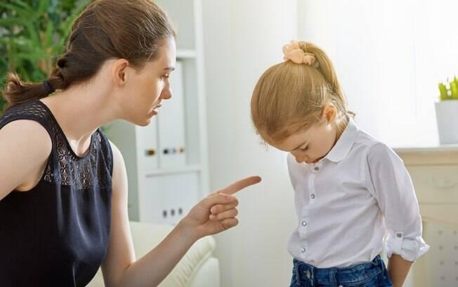 Hannah foi acusada de praticar bullying na escola e, por causa disso, a mãe dela teve uma ideia inusitada de castigo