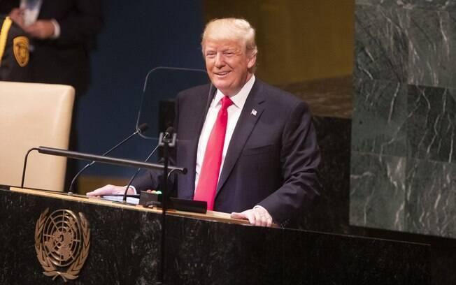 Trump ameaçou cortar ajuda financeira e fechar fronteira sul caso fluxo de imigrantes vindos de Honduras não seja contido