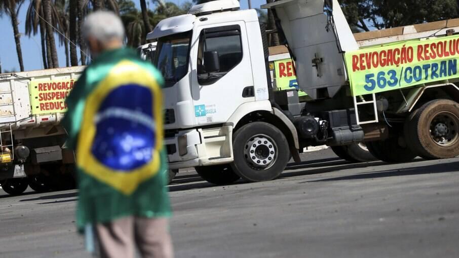 Rodovias pelo Brasil tem indício de greve de caminhoneiros