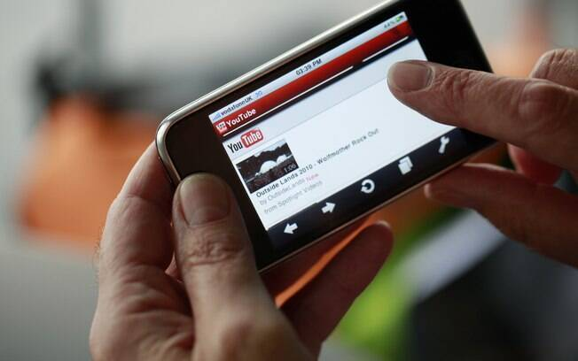 Usuários de iPhone poderão acessar YouTube por meio do navegador Safari ou pelo futuro aplicativo do Google