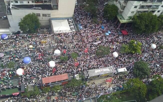 Professores de São Paulo realizam ato pelo segundo dia seguido nos arredores da Câmara Municipal