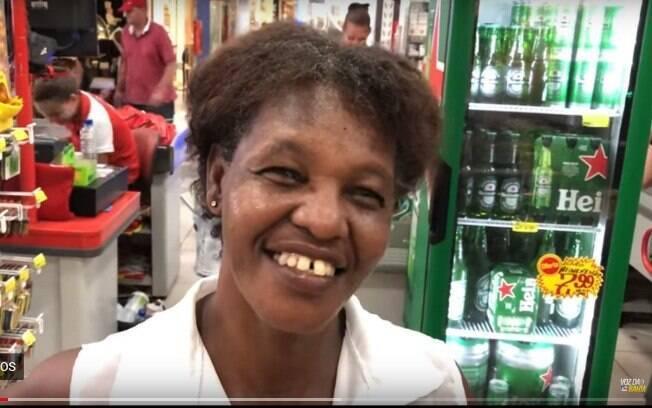Joélia se livrou da agressão que sofria em casa após morte do marido e resolveu fazer uma festa para comemorar