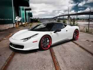 Ferrari 458 pode chegar a uma velocidade máxima de 325 km/h
