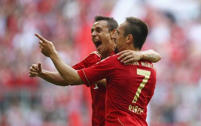 Rafinha comemora gol do Bayern com Ribéry