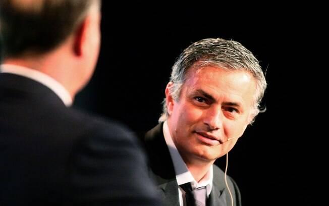 Mourinho, técnico do Real Madrid, participa  de conferência internacional sobre futebol em  Dubai