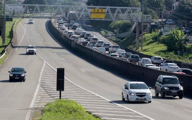 Barreiras são feitas em acessos rodoviários e causam lentidão no trânsito em Campinas