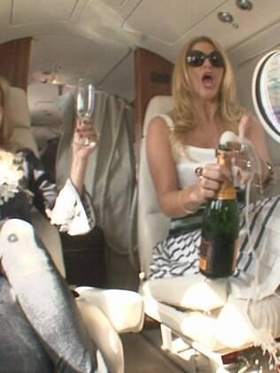 Val estoura champanhe no avaião