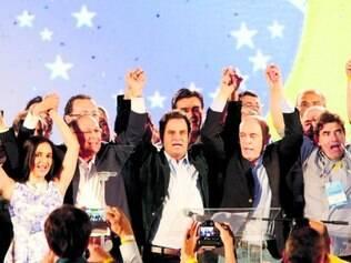 União. Geraldo Alckmin, Aécio Neves e José Serra trocaram elogios durante a convenção em São Paulo