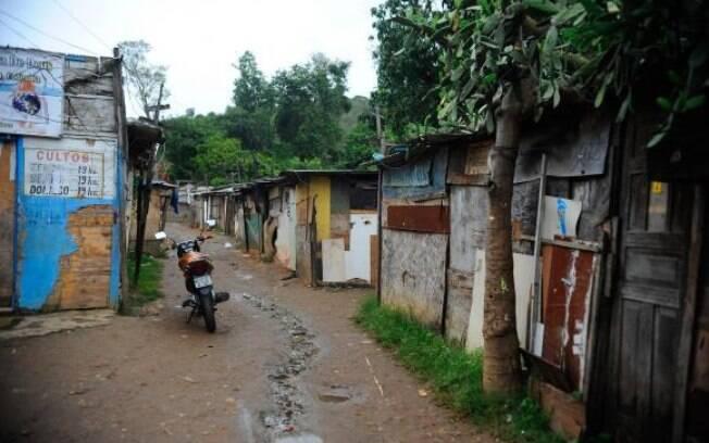 Levantamento mostra que  47% dos cidadãos do asfalto nunca contratariam, para trabalhar em sua casa, uma pessoa que morasse em  favela