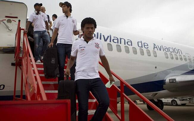 Romarinho chega à Bolívia para a estreia do  Corinthians na Libertadores