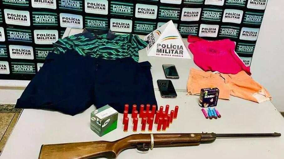 Bombas e armas apreendidas com suspeiros de tortura animal