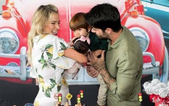 Ex-BBB Adriana Sant'Anna deu à luz uma menina há um mês e pensou que não conseguiria fazer a festa com o tema carros