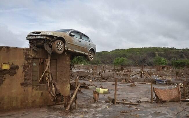 Estragos no distrito de Bento Rodrigues após rompimento da barragem de Fundão de mineradora da Samarco, em Mariana