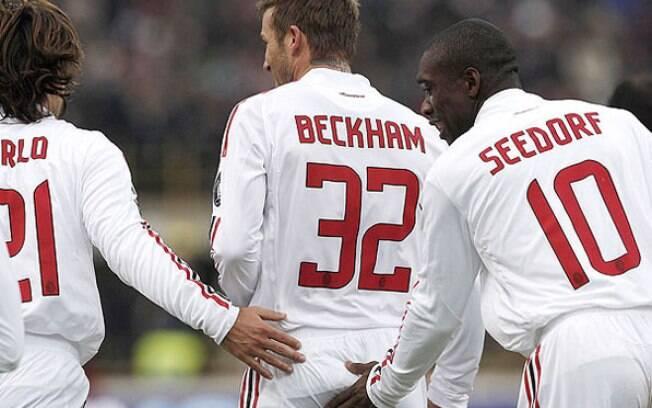 Os companheiros de David Beckham se empolgaram na comemoração de um gol
