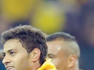Meia Cleiton Xavier também é desejado por Flamengo e Palmeiras