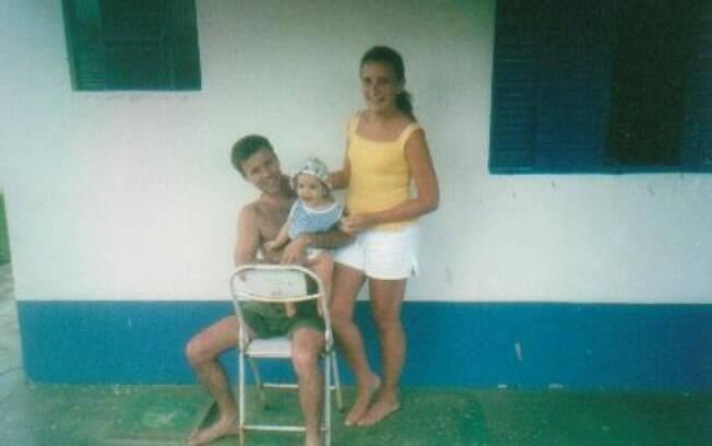 Em 1990, o casal voltou a Atibaia por conta do nascimento do filho. Na foto, estão com uma filha de amigos.
