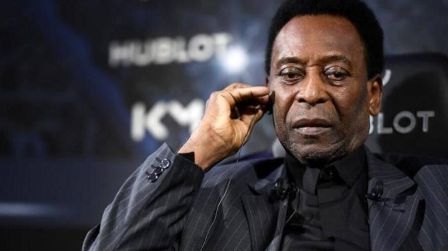 Pelé segue em UTI