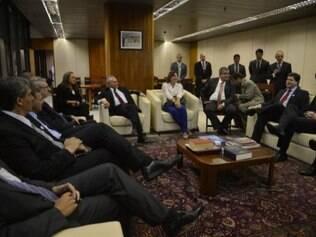 Michel Temer reúne-se com deputados do PMDB em busca de unidade no partido