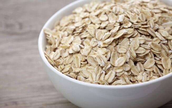 Aveia: ela contém uma fibra que auxilia na redução do colesterol LDL. Consumir 3g dessa fibra pode reduzir em até 20% o colesterol total. Foto: Getty Images