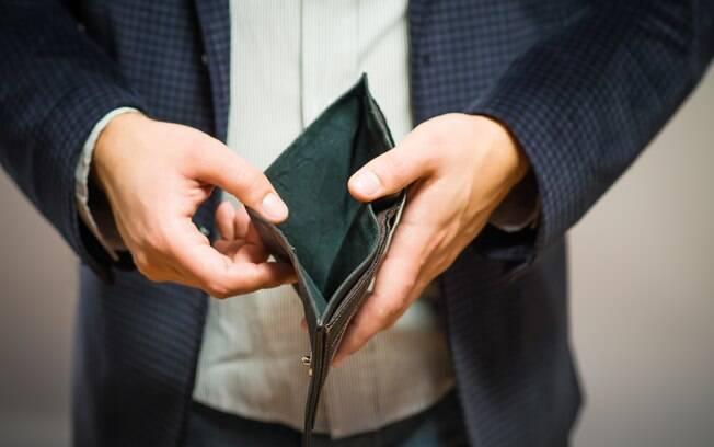 Levantamento do SPC Brasil aponta que 63% dos consumidores planejam cortar gastos totais neste mês de abril