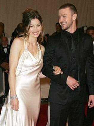 Jessica Biel e Justin Timberlake trocaram beijos e carinhos durante a festa do programa