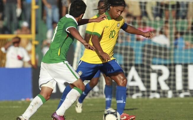 Ronaldinho teve boa atuação contra a fraca  seleção boliviana