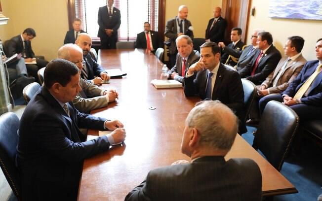 Mourão durante o encontro com congressistas que integram a Comissão de Relações Exteriores do Senado dos Estados Unidos