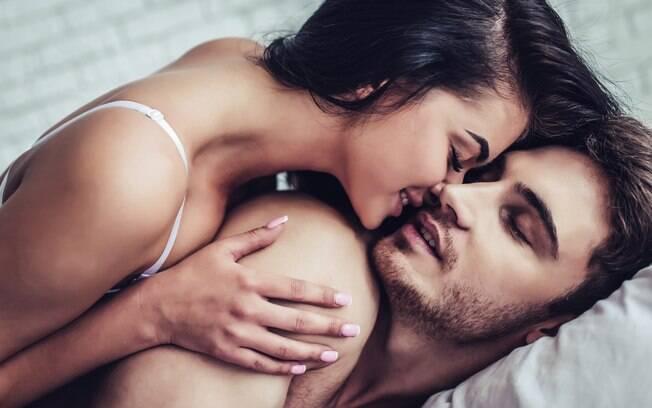 Seja por insegurança ou falta de prática, não saber o que falar na hora do sexo é mais comum do que se imagina