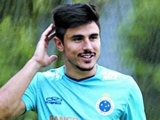 Willian realiza sonho e diz que sensação por permanecer no Cruzeiro é semelhante a de um título