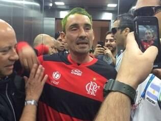 Bebote usou camisa do Flamengo no Mané Garrincha, mas foi pego 'no pulo'