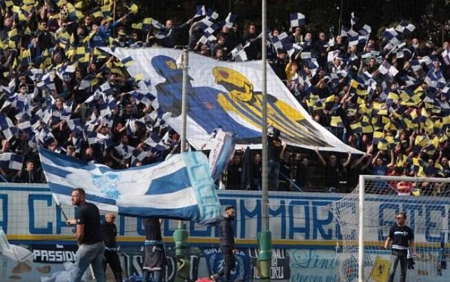 Torcida Curva Anna, do Siracusa Calcio, emitiu comunicado que veta mulheres nas primeiras filas