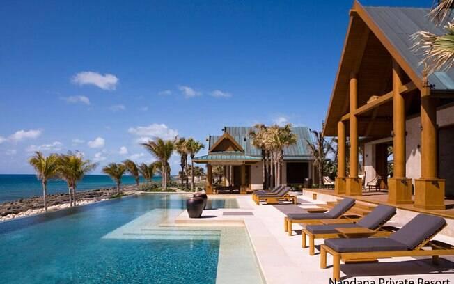 A borda infinita, que une a piscina ao mar, é o ponto alto desse projeto no hotel Nandana Villa, nas Bahamas