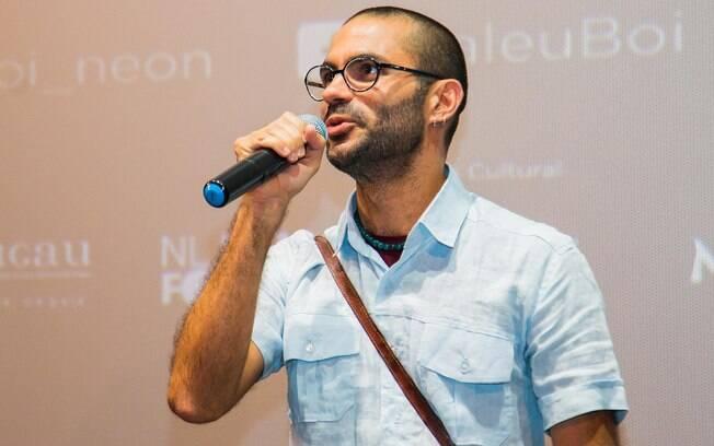 0560ad92946 O cineasta pernambucano Gabriel Mascaro faz a introdução do filme ao  público. Foto  Divulgação. O ator Juliano Cazarré ...