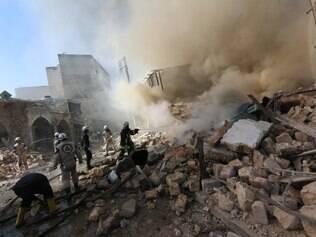 Estados Unidos têm realizado ataques contra um dos rivais da Frente al-Nusra, o Estado Islâmico, no Iraque desde julho e na Síria desde setembro