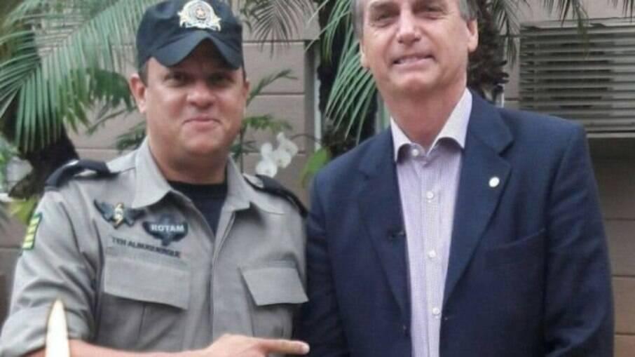 Tenente Albuquerque posa ao lado de Jair Bolsonaro em foto nas redes sociais
