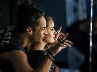 Rainer Cadete e Camila Queiroz em cena de 'Verdade Secretas'. Modelo será uma das envolvidas no 'book rosa'