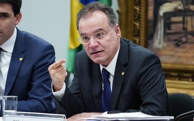 De autoria do deputado Samuel Moreira (PSDB), parecer final da Previdência não incluirá estados e municípios na reforma