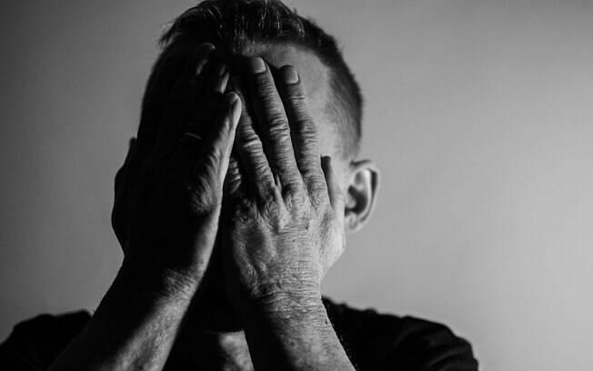 Homem é ameaçado de ter imagens íntimas publicadas