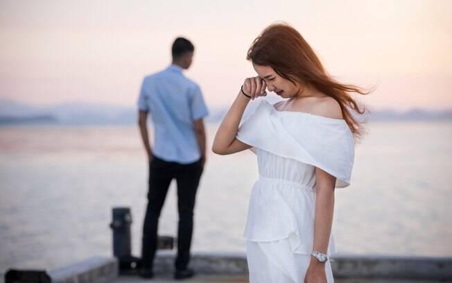 O ponto final no noivado ocorreu quando os dois chegaram em casa. O rapaz diz que não consegue nem olhar para a ex