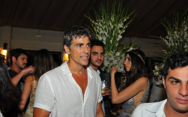Reynaldo Gianecchini passa a virada do ano em badalada festa de Jurerê Internacional, em Florianópolis
