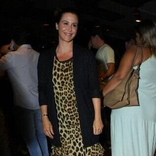 Guilhermina Guinle deixa filha em casa e curte show ao lado de Paula Burlamaqui