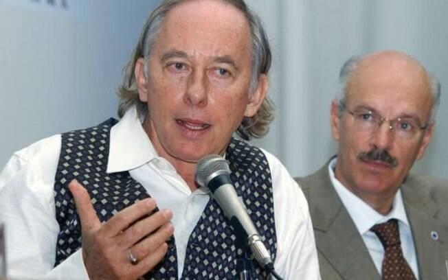 Roberto Messias (ao fundo) ao lado de Carlos Minc: ele assumiu interinamente cargo na Secom